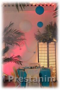 Décoration table sur les iles avec décor suspendu boule japonaise