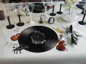 decoration-avec-set-de-table-musique